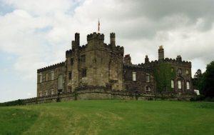 Řádí na anglickém hradě Ripley duchové malých dětí?