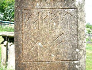Záhadný nápis na kameni nedaleko Hrádku u Trhových Svinů: Co znamená?
