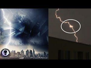VIDEO: UFO v blesku nad Českem?