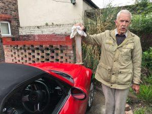 Na Brita čekal před domem velmi neobvyklý suvenýr