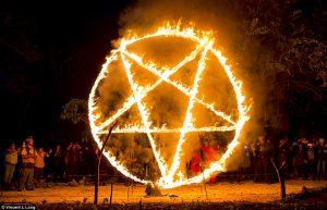 Řád devíti úhlů: O co se snaží tajná satanistická organizace?