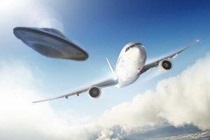 UFO nad Paříží: Objekt ohrozil i pasažéry letadel!