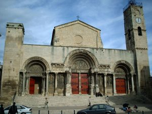 Tajemný klášter Saint-Gilles: Jaké záhady jsou s ním spjaty?