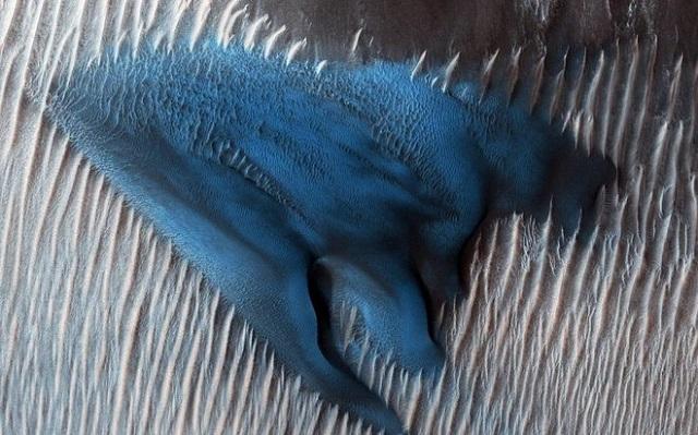 VIDEO: NASA našla na Marsu jedinečnou modrou dunu