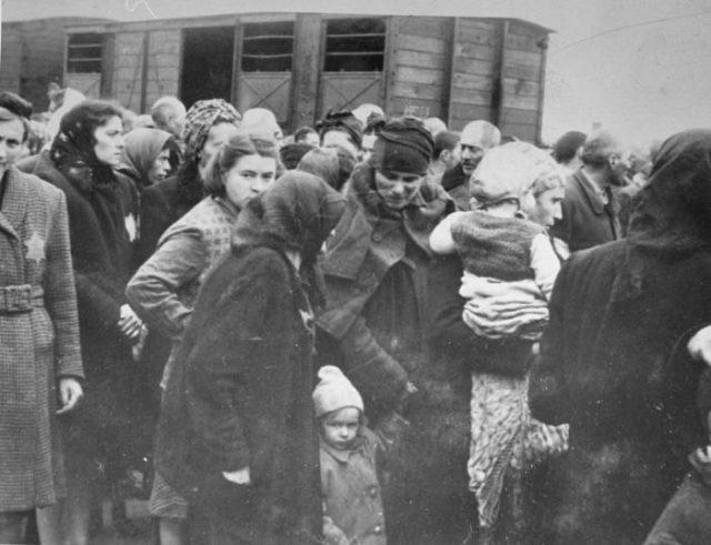 Největší konspirační teorie: Holokaust byl podle některých lidí vymyšlený