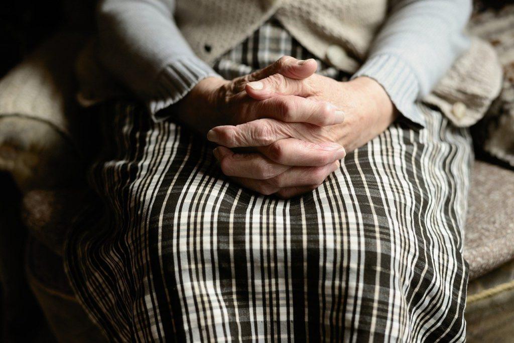 Mrazivá návštěva: Za seniorkou do nemocnice prý přišel mrtvý manžel
