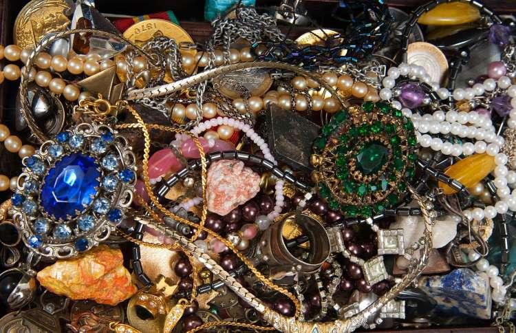Záhada loupeže korunovačních klenotů: Zůstane neobjasněná?