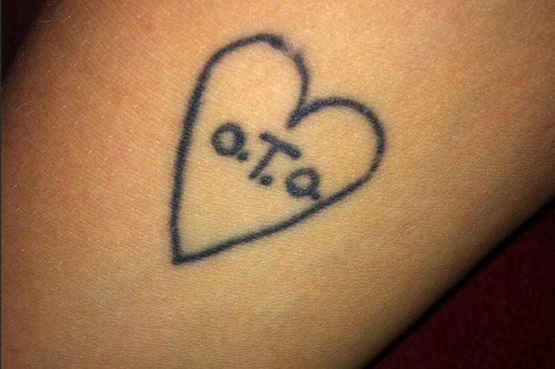 Tetování na předloktí modelky.