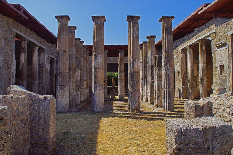 Kradla v Pompejích. Od té doby se ženy držela nevysvětlitelná smůla
