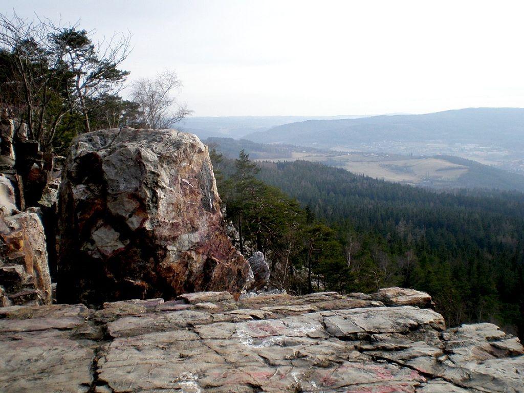 Brdský kopec Plešivec: Vrch protknutý magií a pověstmi