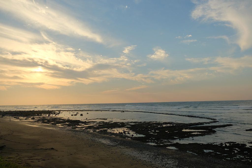 Pláž v oblasti San Zhi v roce 2020, foto Taiwankengo / Creative Commons / CC BY-SA 4.0