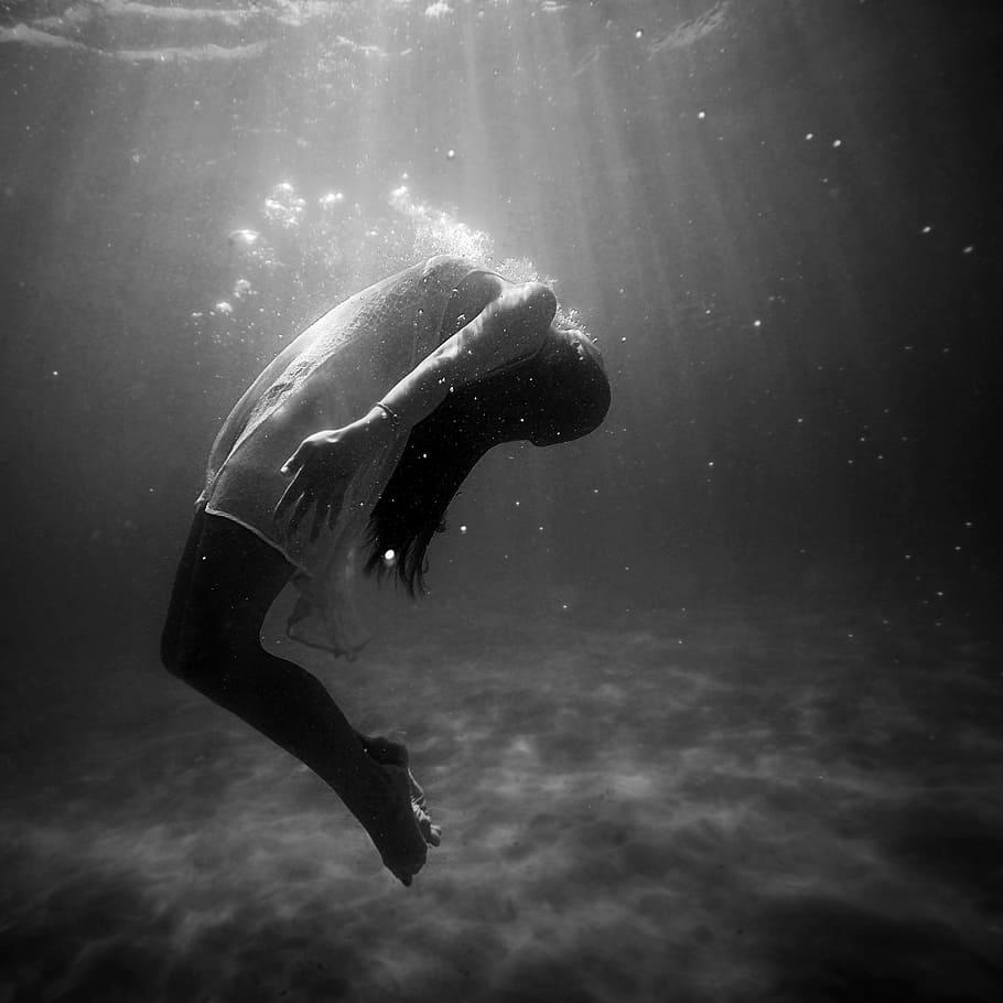 Pod vodou zažívají lidé někdy velmi podivné věci.