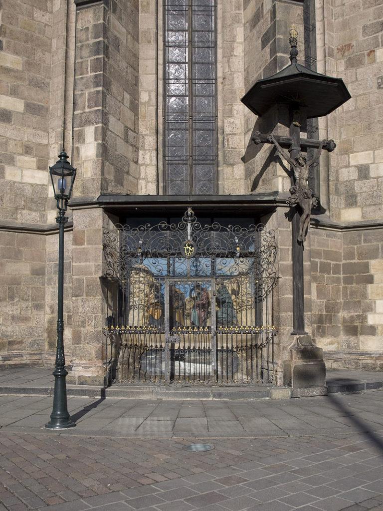 Venkovní kaple s mříží FOTO: Honza Groh /Creative Commons/ CC BY-SA 3.0