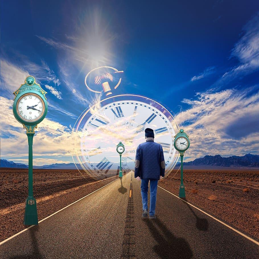 Možnost cestování v čase, ale také věštění budoucnosti, odedávna fascinuje mnohé umělce.