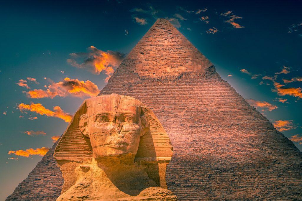 Obdivovaný i nenáviděný Däniken: Z egyptských pyramid známe jen 20 procent