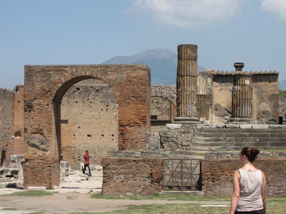 Starověké vykopávky Pompejí.