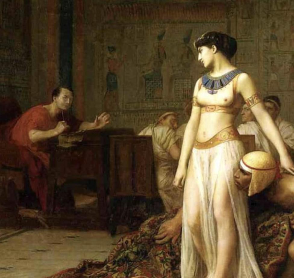 K Caesarovi se podle legendy  dostane Kleopatra zabalená v koberci. Vládce má pro ženy slabost.   zejména pro ty půvabné,  mladší a inteligentní... Foto: Wikimedia commons - volné dílo