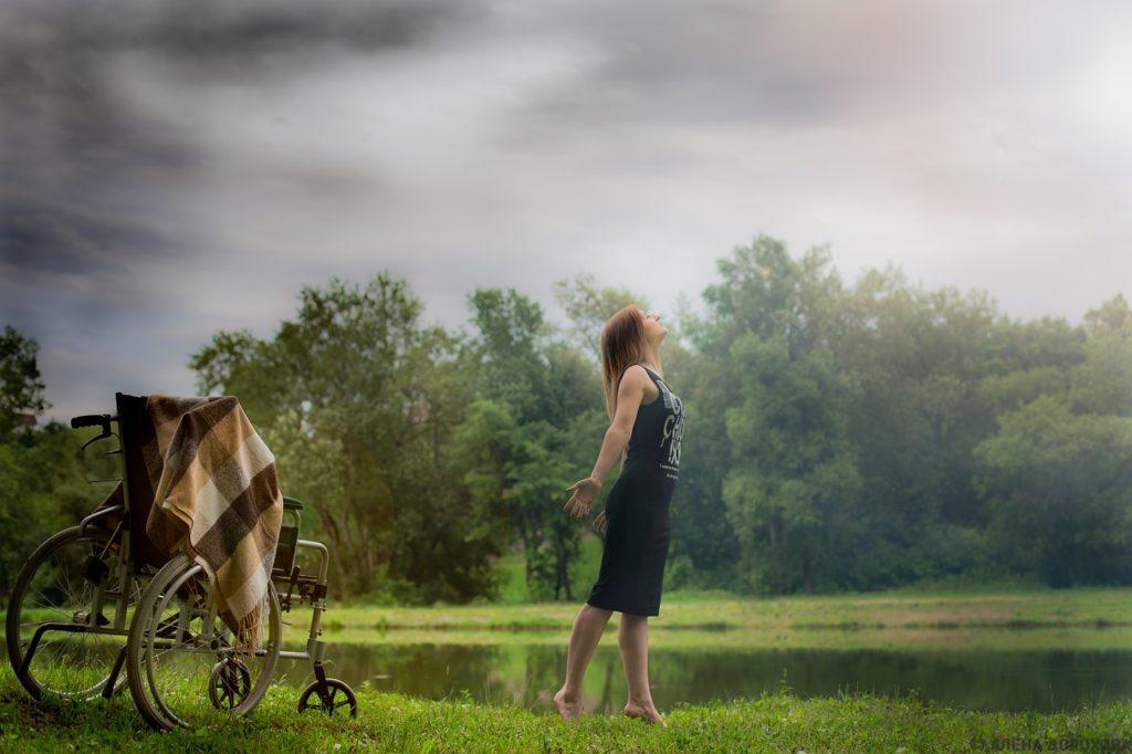 Veronica Hopson mohla po modlitbě brzy vstát z invalidního vozíku, foto Pixabay