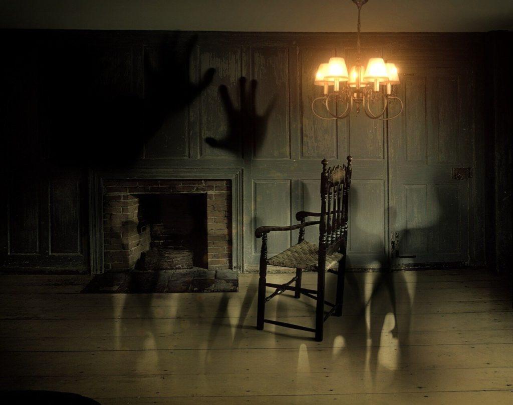 Dům získá díky krvavým mordům, které se tu staly, tak špatnou pověst, že na něj sousedé bojí i podívat. Foto: Pixabay