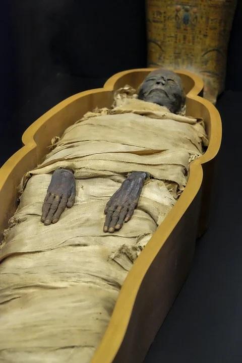 V egyptské Sakkáře, jež je zapsána na seznamu světového dědictví UNESCO, se pohřbívalo více než 3 tisíce let a přes dvě milénia sloužila jako pohřebiště pro někdejší hlavní město Dolního Egypta Memfis. Foto: jdegheest / pixabay