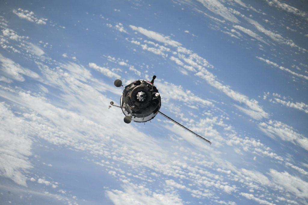 Pokud je koule součást zříceného satelitu, proč na jejím povrchu není ani škrábanec? Foto: Unsplash