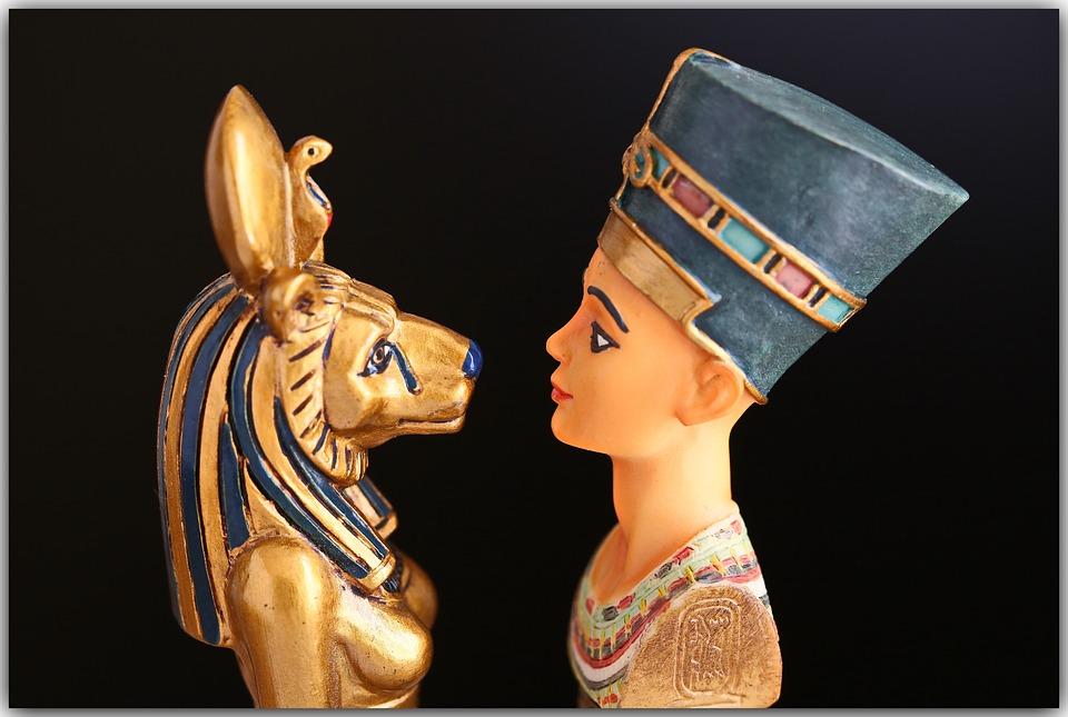 Odborníci usuzují, že Kleopatra zvolila sebevraždu proto, aby nemusela být přivedena do Říma jako zajatkyně. Foto: heikografie / pixabay