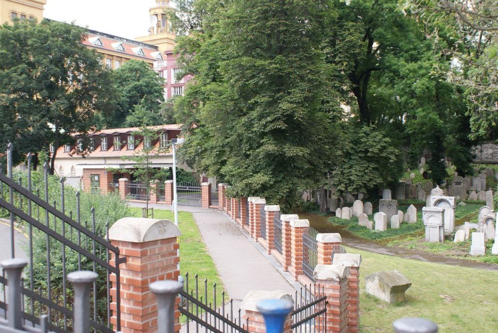 Ve své době patřil žižkovský židovský hřbitov k těm největším. Dnes z něj zbyl jen kousek. Foto: Feťour / Wikimedia commons - volné dílo