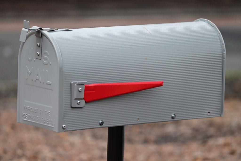 Broaddusovi se k poštovní schránce přibližují s nefalšovanou hrůzou. Foto: Pixabay