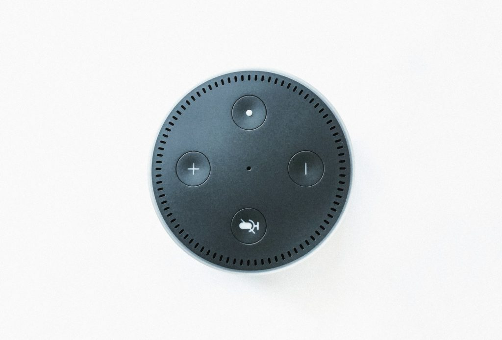 Stanou se smart speakery zbraní proti klidnému spánku? Foto: Unsplash