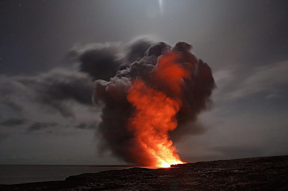 Obyvatelé Strongile, jak byl ostrov dříve nazýván, pravděpodobně věděli o hrozícím nebezpečí, a mohli tak učinit přípravy a přesunout se do bezpečí. Foto: doctor-a / pixabay