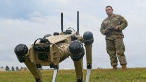 VIDEO: Robot se zbraní? Firma testuje první prototyp