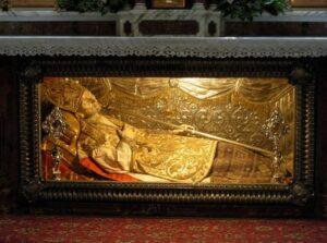 Světec upadl do bezvědomí a objevil se u umírajícího papeže
