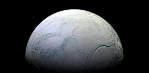 Tajemný Saturnův měsíc Enceladus: Co skrývá pod svým povrchem?